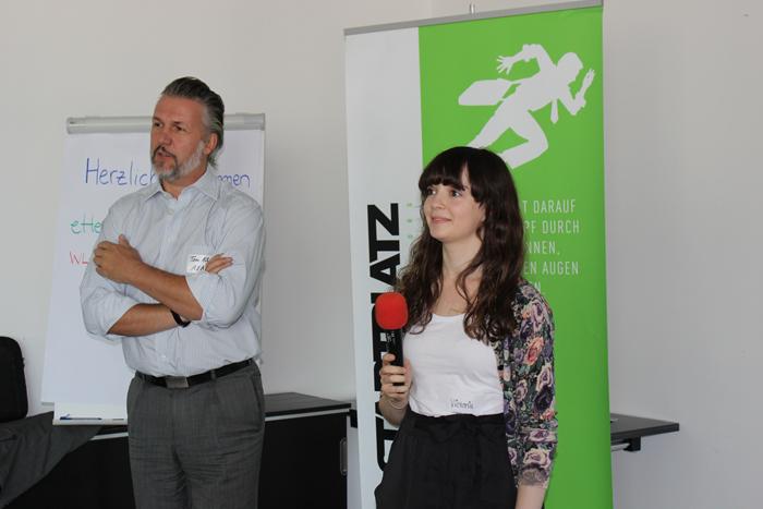 Dr. Tom Albert von der AXA und Victoria Blechman-Pomogajko vom Startplatz