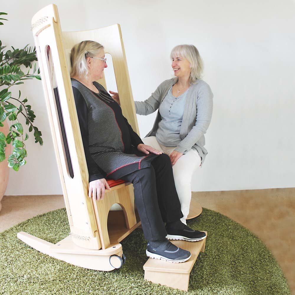 Klangschaukelstuhl-ALLTON-Wir-Sind-Altenpflege-1