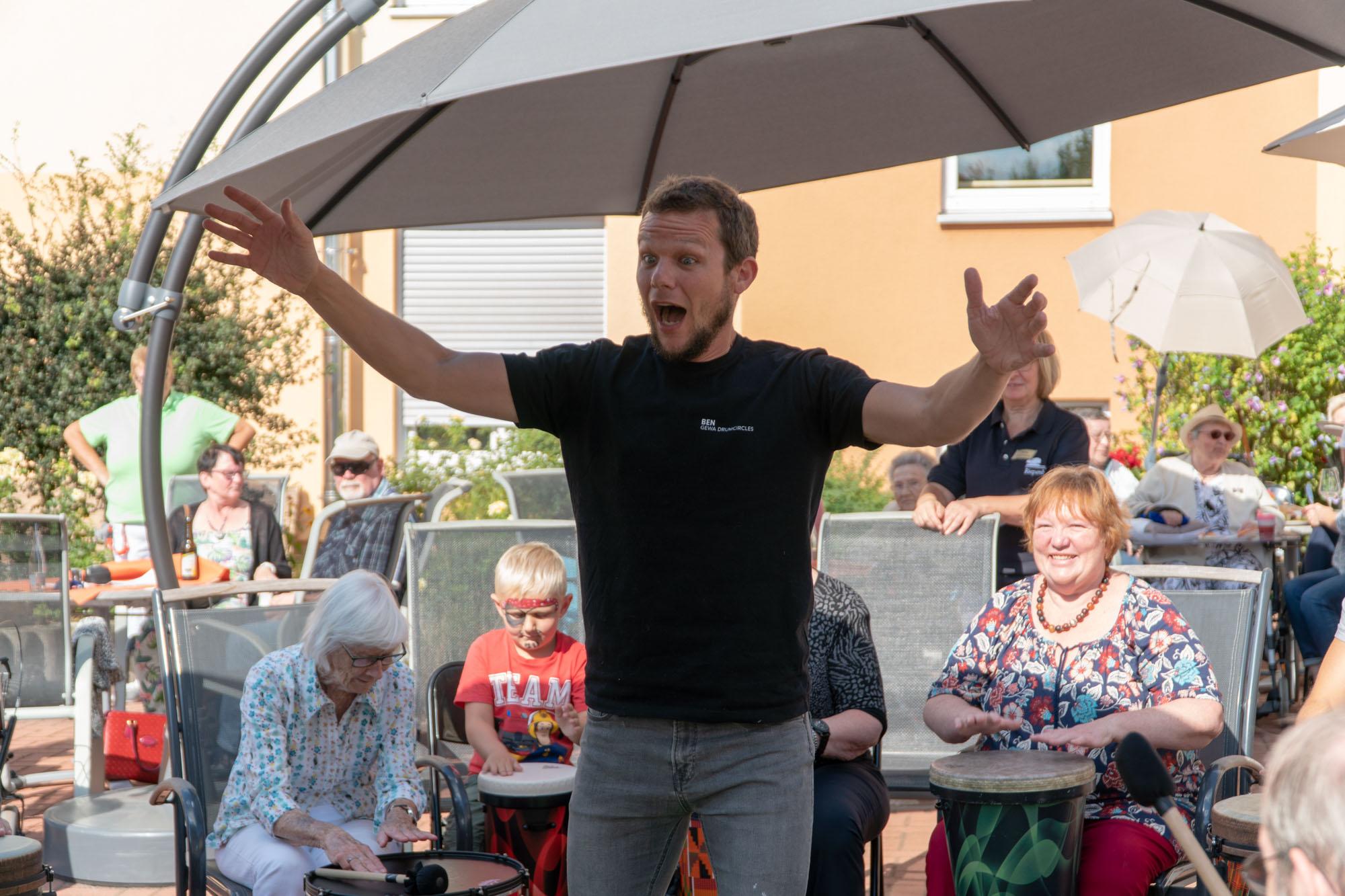 Wir Sind Altenpflege Seniorendomizil Riepenblick Sommerfest Drum Circle11. August 2018 ARMAMDO VERANO-33
