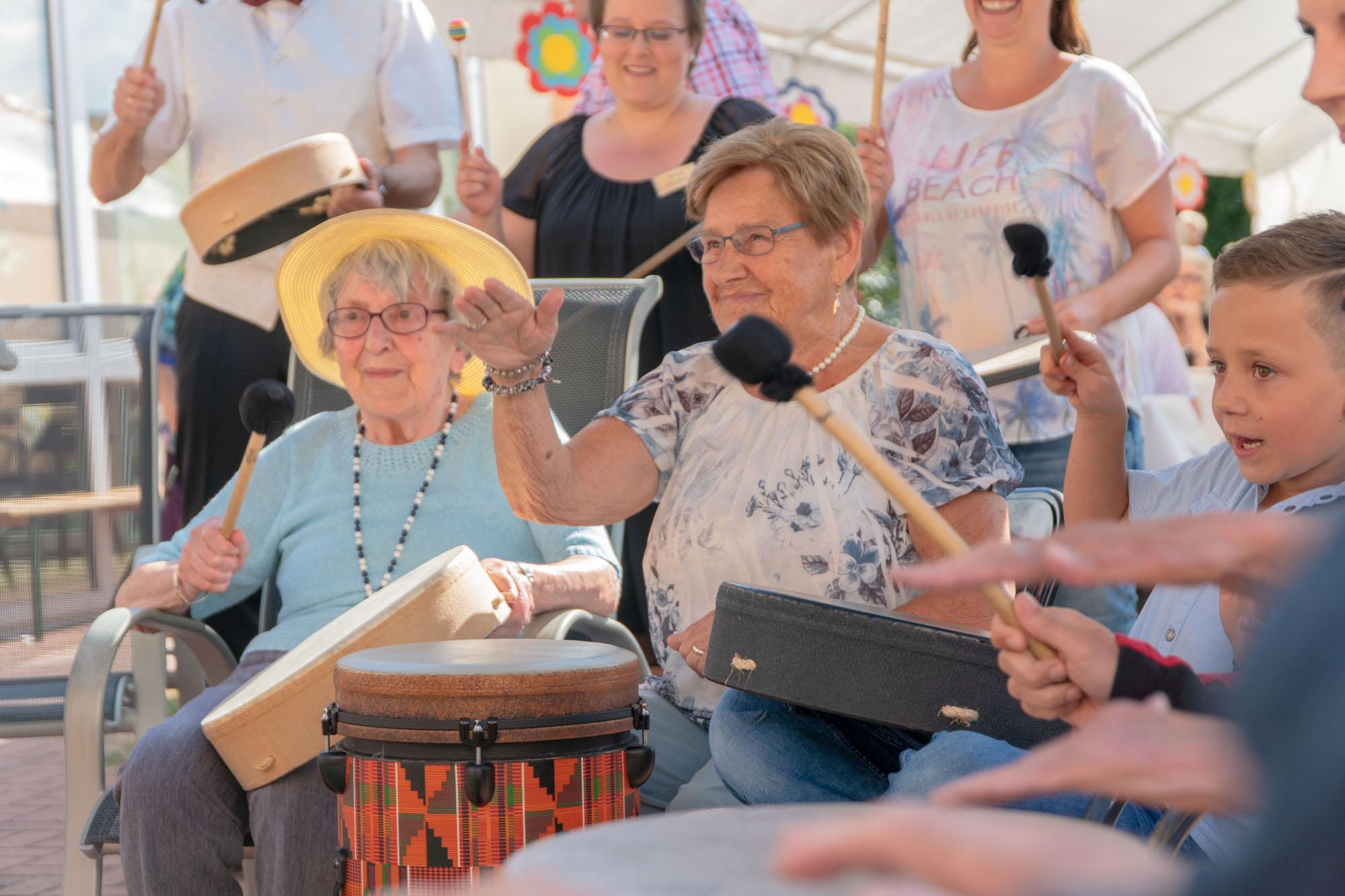 Wir Sind Altenpflege Seniorendomizil Riepenblick Sommerfest Drum Circle11. August 2018 ARMAMDO VERANO-36