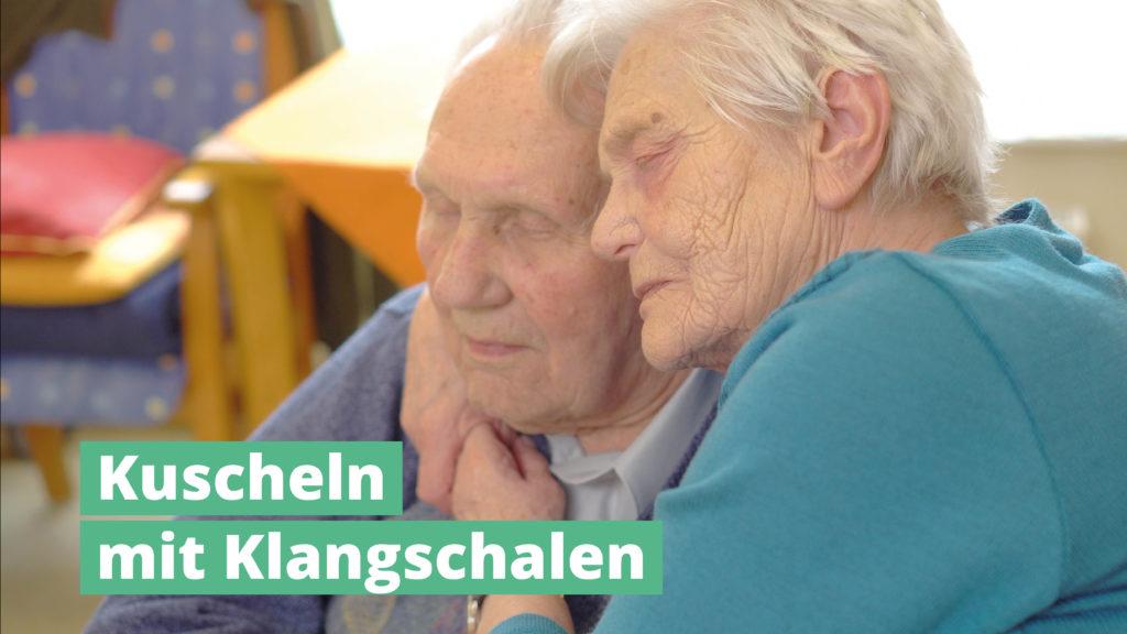 Kuscheln mit PeterHess Klangschalen Wir Sind Altenpflege