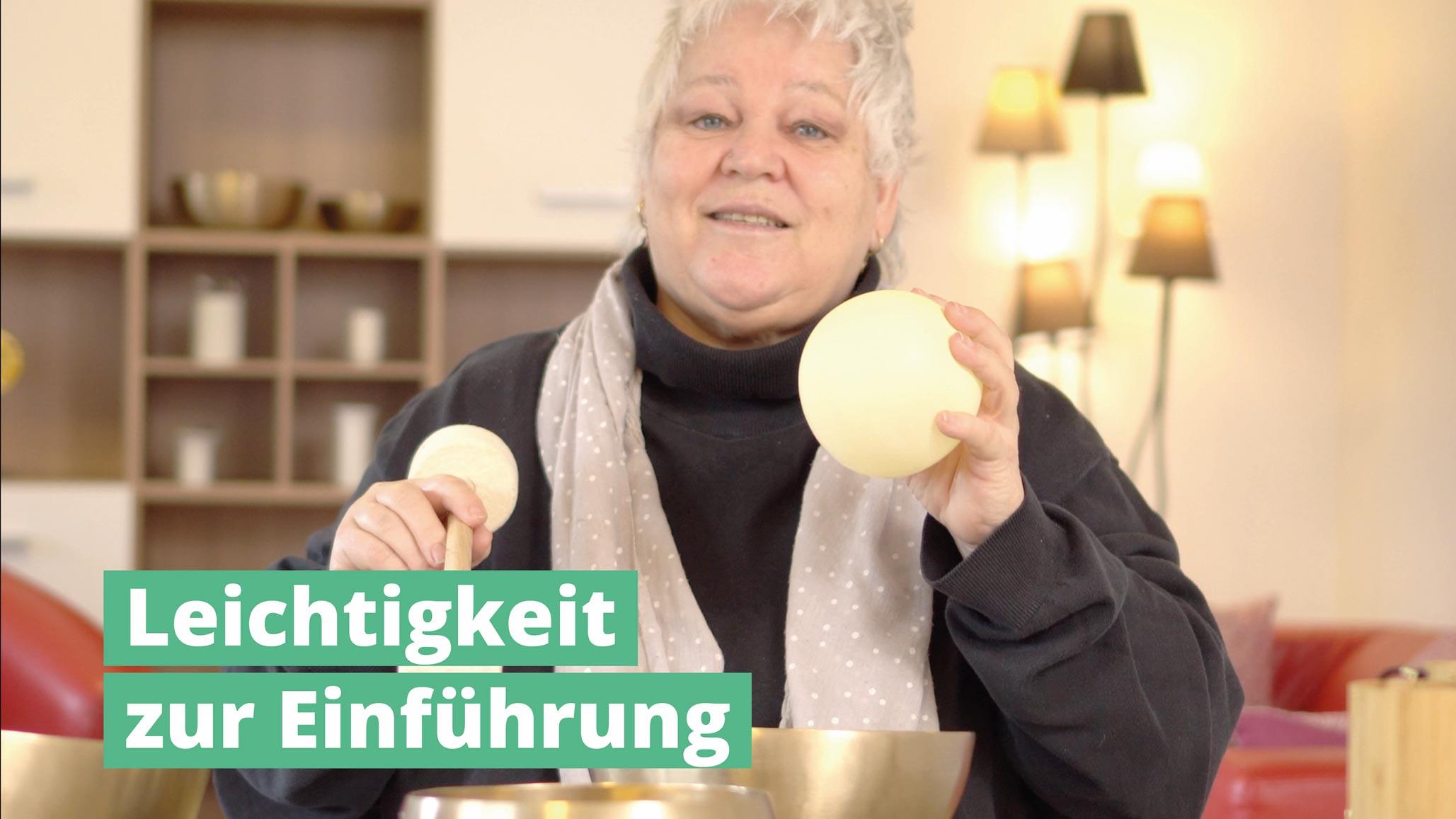 Leichtigkeit-zur-Einführung-PeterHess-Klangschlen-in-der-Altenpflege-Wir-Sind-Altenpflege